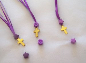 bead  cross necklace (2)